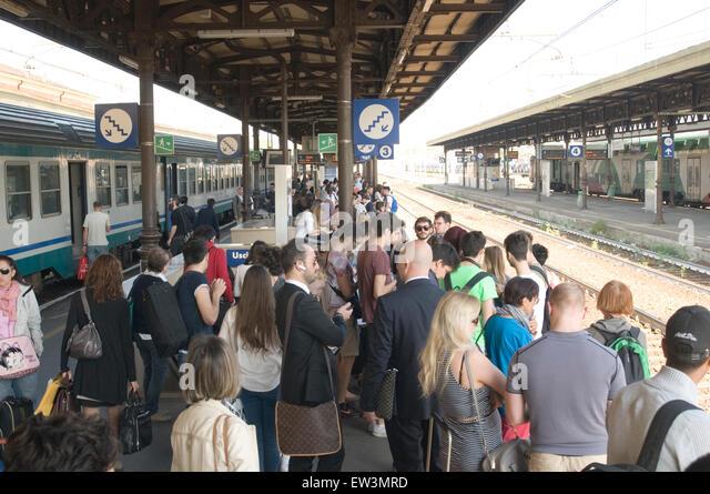 descriptive essay on railway station