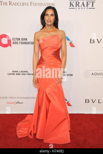 New York, NY, USA. 02nd Nov, 2016. Padma Lakshmi attends 15th Annual Elton John AIDS Foundation An Enduring Vision - Stock-Bilder