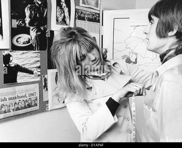 BILL CHENAIL English male model in May 1967 with his agent Trisha Locke at the English Boy Model Agency in London - Stock Image