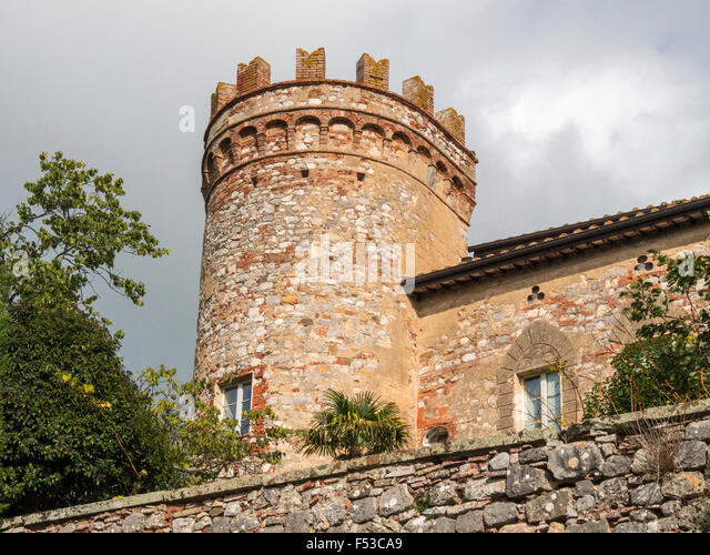 Europe, Italy, Tuscany, Montefollonico.  This is one of the round towers of the town walls in Montefollonico.  It - Stock-Bilder