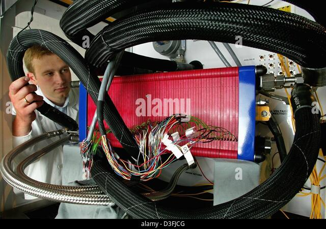 (dpa) - An employee of European Fuel Cell Gmbh, adjusts a hose which supplies a fuel cell with hydrogen, air and - Stock Image