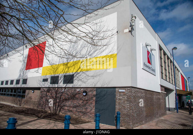 The New Kirkby Centre council library and One Stop and archive building. - Stock-Bilder