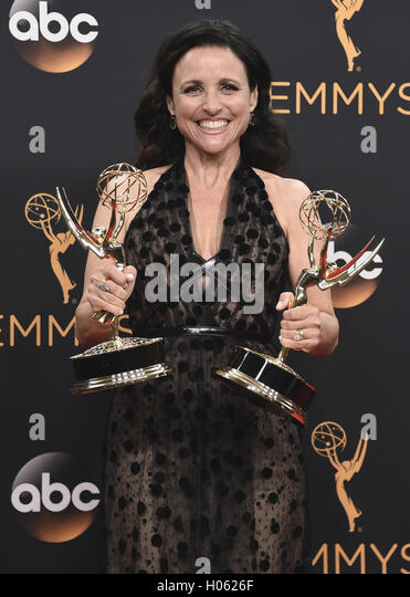 LOS ANGELES, CA - SEPTEMBER 18:  Julia Louis-Dreyfus in the press room at the 68th Emmy Awards at the Microsoft - Stock-Bilder