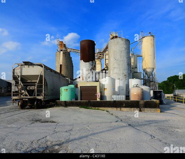 Montreal Cement Plants : Grimy stock photos images alamy