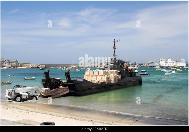 Flat bottomed landing craft delivering freight on St Marys,Isles of Scilly - Stock Image