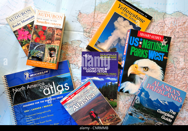 Road map and assortment of travel guides and guidebooks about North American national parks to plan backpacking - Stock-Bilder