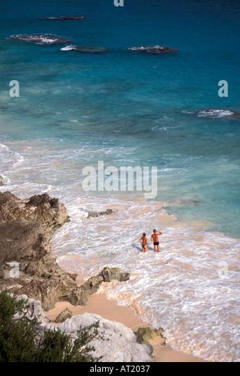 Bermuda couple on Pink Sand Beach - Stock Image