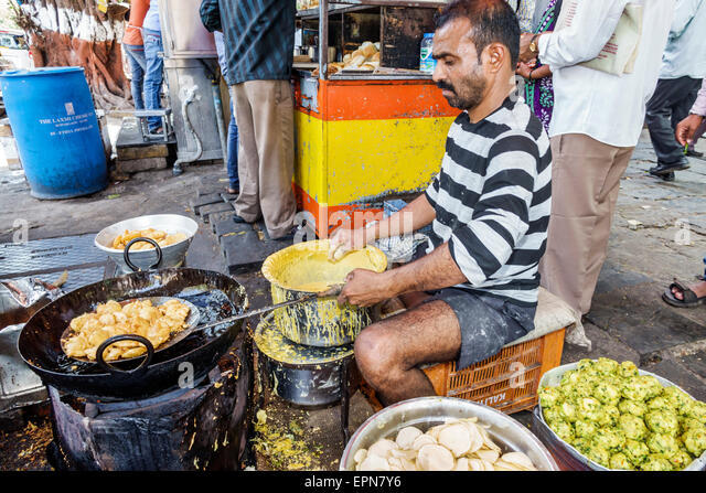 Mumbai India Asian Fort Mumbai Kala Ghoda Mahatma Gandhi Road street food vendor cook - Stock Image