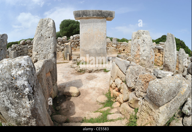 Taula or shrine Torralba d'en Salord Talayotic settlement dating from 2000 BC near Alaior Menorca Spain - Stock Image