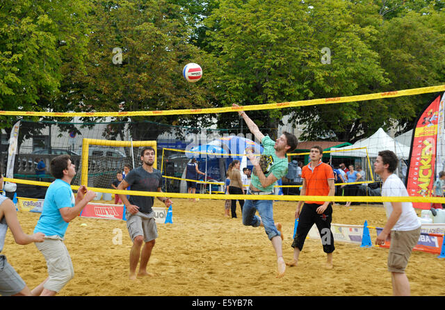 Mens netball match at the Flip games festival in Parthenay Deux-Sevres France - Stock Image