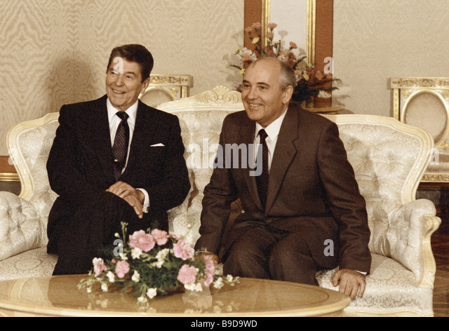 U S President Ronald Reagan right and Secretary General of the CPSU Central Committee Mikhail Gorbachev left during - Stock Image