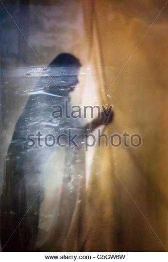 Abstract Figure Opening Curtain - Stock-Bilder