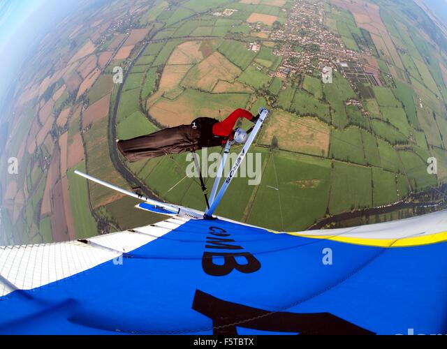Hang gliding above Worcestershire UK - Stock-Bilder