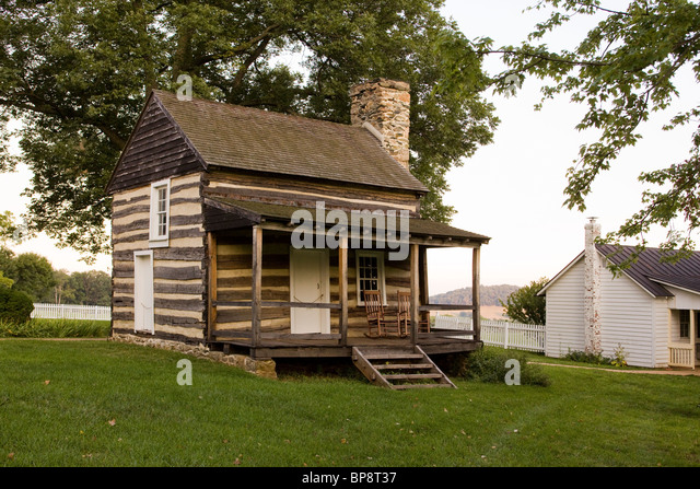 Chimney smoke cabin stock photos chimney smoke cabin for Colonial log homes