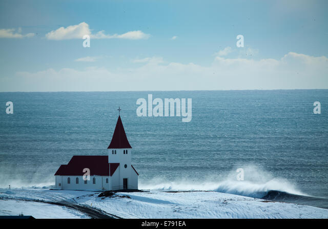 the church at Vík í Mýrdal, Southern Iceland - Stock-Bilder