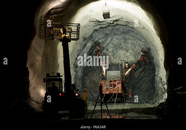 Drilling drilling rock for placing dynamite - Tunel Cuncas II - Stock Image