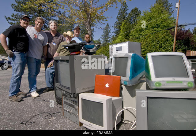 Community e-waste collection fundraiser in Grass Valley California. All donated electronic items are hauled away - Stock Image