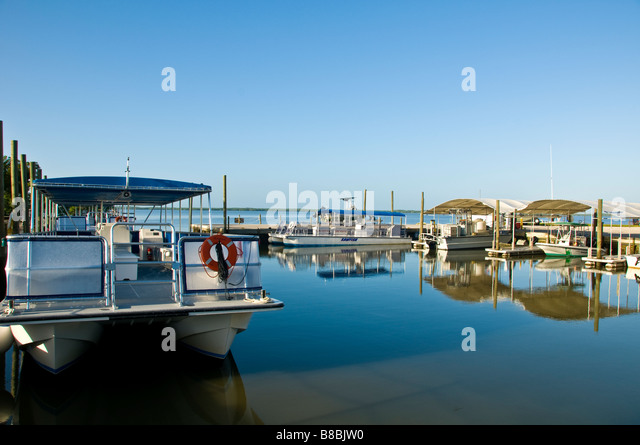 Everglades National Park 10000 Islands Entrance tour boats marina - Stock Image