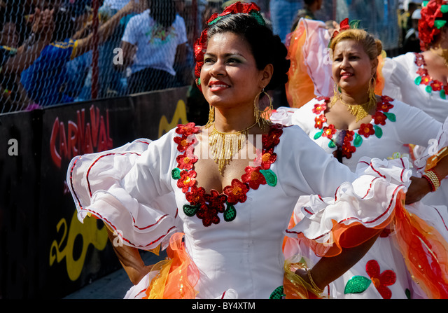 Colombian women dance Cumbia during the Carnival in Barranquilla, Colombia. - Stock Image