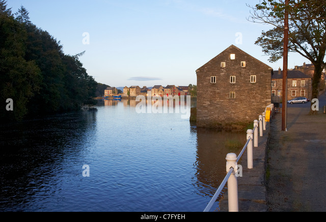 the old warehouses on the river lennon ramelton county donegal republic of ireland - Stock Image