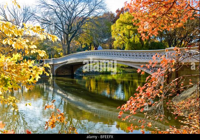 'Bow Bridge' in Autumn Central Park, New York City. - Stock Image