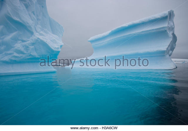 Iceberg shaped like a corrugated wall - Stock Image
