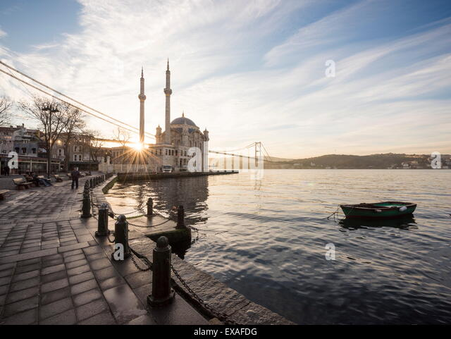 Exterior of Ortakoy Mosque and Bosphorus bridge at dawn, Ortakoy, Istanbul, Turkey, Europe - Stock Image