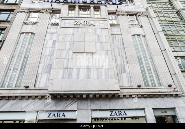 zara shop window stock photos zara shop window stock images alamy. Black Bedroom Furniture Sets. Home Design Ideas
