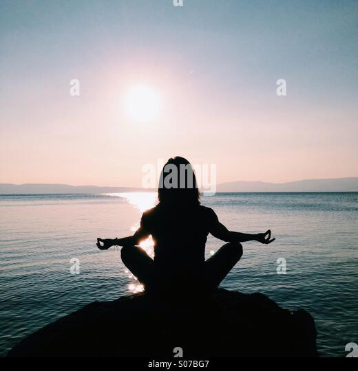 Meditating - Stock-Bilder
