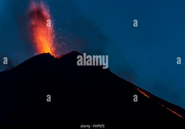 Explosion Etna night - Stock Image