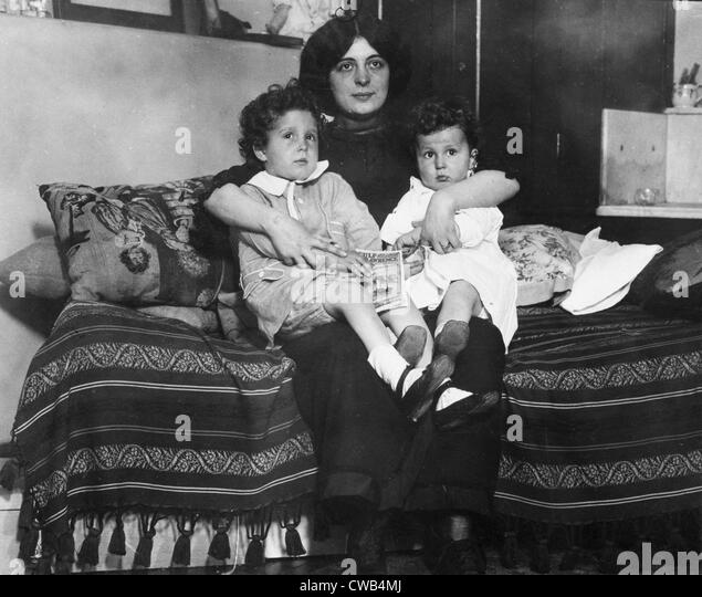 Survivors of the sinking of the Titanic, Louis and Michel Navratil, of Nice, France, on their mother's lap, - Stock-Bilder