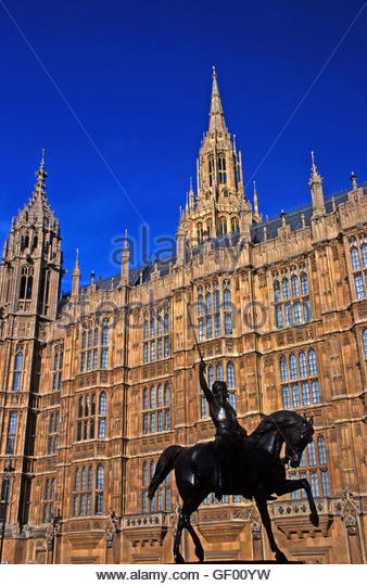 London, England. House of Parliament Richard Ist statue - Stock Image