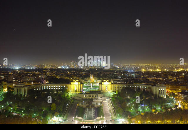 Palais du Trocadéro - Palais de Chaillot - 1937 art deco building and gardens in Paris by night, seen from - Stock Image