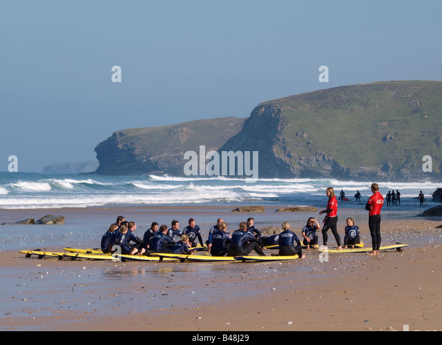 Surf school being given instruction at Watergate Bay, Newquay, Cornwall - Stock Image