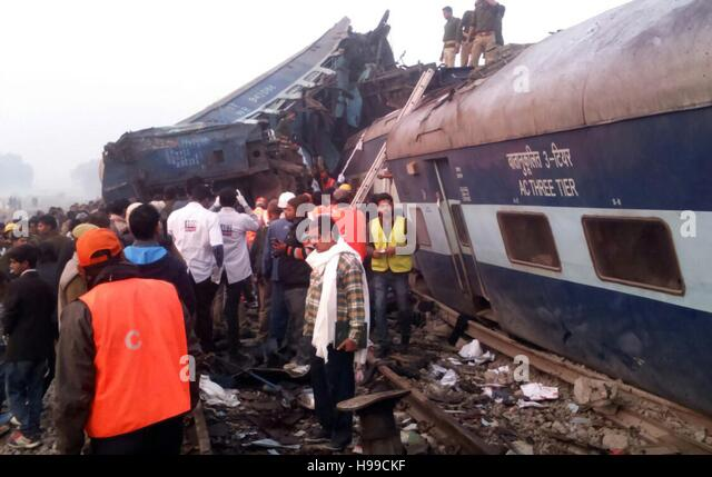 Allahabad, India. 20th Nov, 2016. Rescue officials on the spot where 14 coaches of the Indore-Patna express derailed, - Stock Image