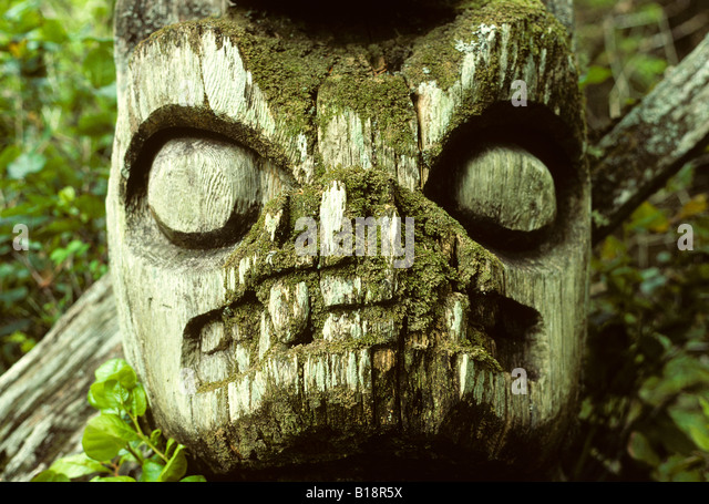 Totem remains, Acous Peninsula, Clayquot Sound, Vancouver Island, British Columbia, Canada. - Stock Image