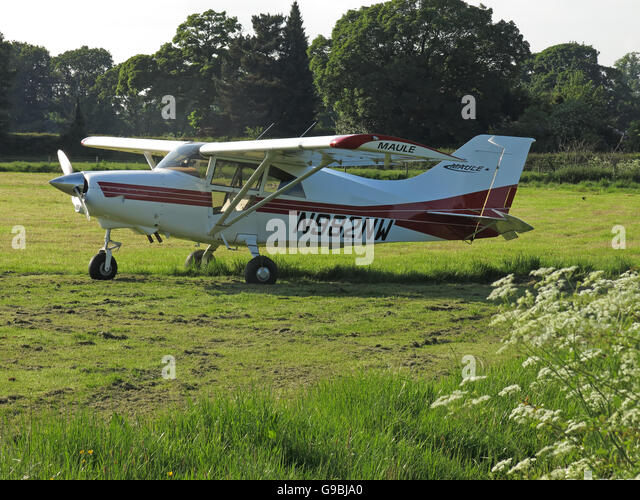 Maule MXT7 N982NW, in a field Lymm, Cheshire, England, UK - Stock Image
