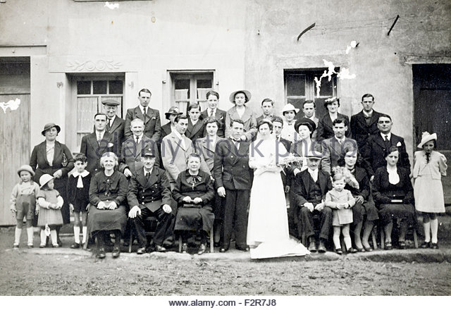 large group family wedding France c 1950s - Stock Image