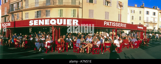 France St Tropez Cafe de Senequier terasse people harbour view - Stock Image