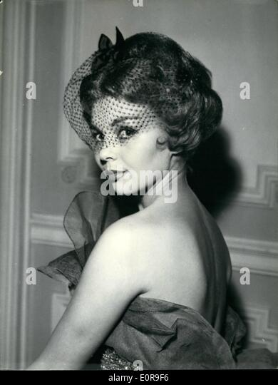 Oct. 10, 1958 - Latest Hair Styles: Paris's most famous hairdressers showed their latest styles at the Pavillon - Stock-Bilder