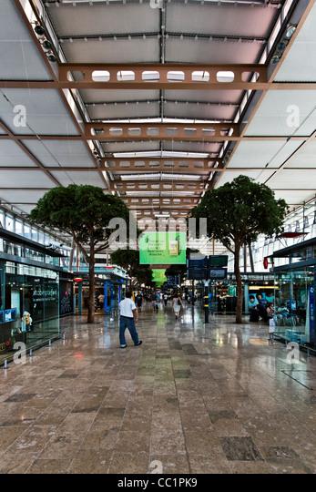 Provence rail stock photos provence rail stock images for Train marseille salon de provence