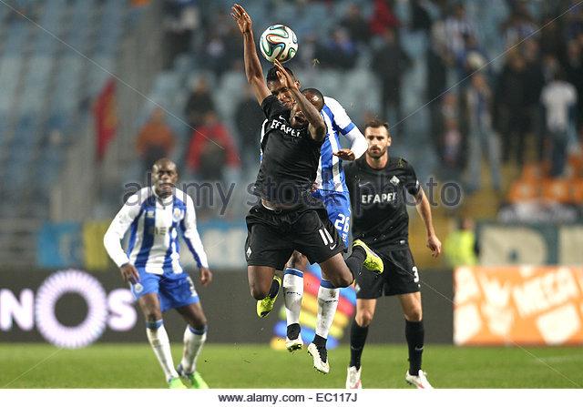 PORTUGAL, Coimbra: Academica's Guinea forward Ivanildo #10 vies with Porto's Brazilian defender Alex Sandro - Stock Image