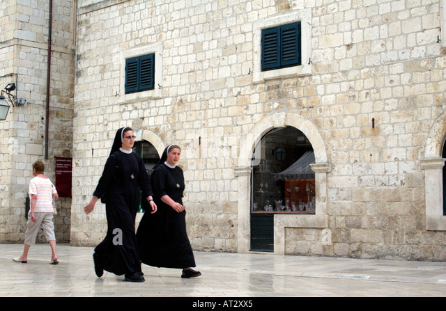 Nuns walking in the Placa Luza, Dubrovnik, Croatia, - Stock Image