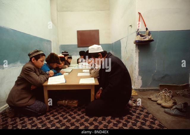 Uzbek schoolboys study the Koran in a basement room in the Kukeldash Medressa in central Tashkent, Uzbekistan - Stock Image