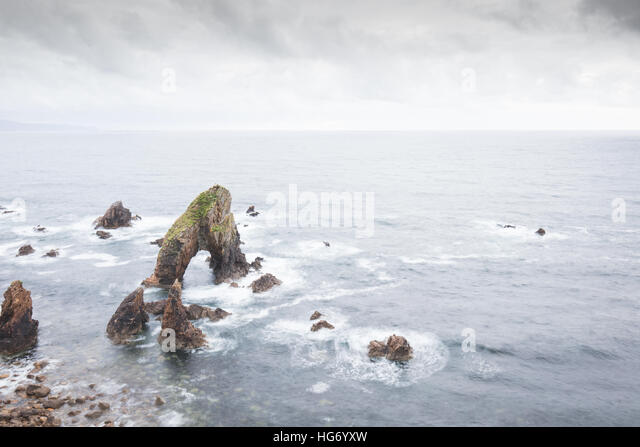 Crohy Head sea arch, County Donegal, Ireland - Stock-Bilder