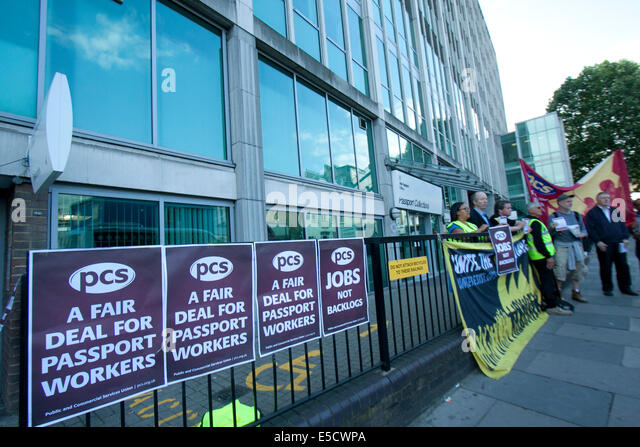 London, UK. 28th July 2014. Staff staged a one day walk out at the UK passport office over pay cuts, staff shortages - Stock Image