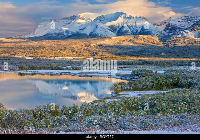 Lower Waterton Lake and the mountains of Waterton Lakes National Park (a UNESCO World Heritage Site & Biosphere - Stock-Bilder