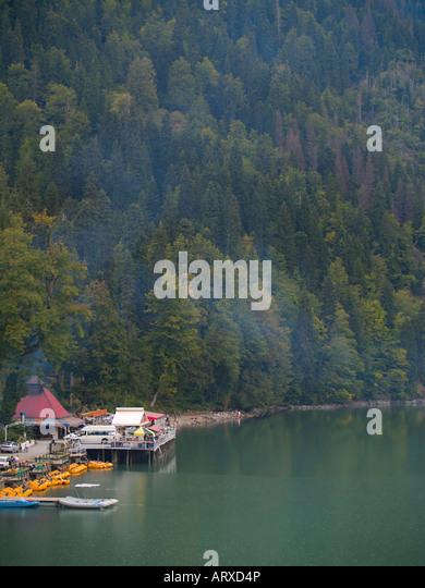 Populous embankment on a Ritsa Lake in Caucasian Mountains in Abkhazia - Stock Image