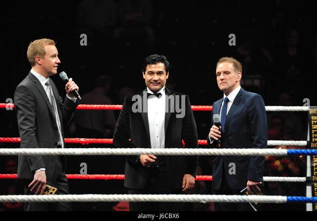 EC Boxing Event, Barclaycard Arena, Hamburg, Deutschland: Interview mit Boxpromoter Erol Ceylan (M.) vor Beginn - Stock-Bilder