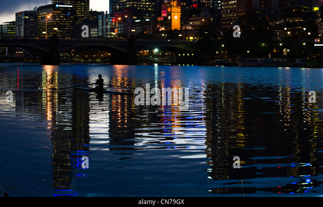 A kayaker trains in the Yarra River at dusk in Melbourne, Victoria, Australia, April 29, 2009. (Adrien Veczan) - Stock Image